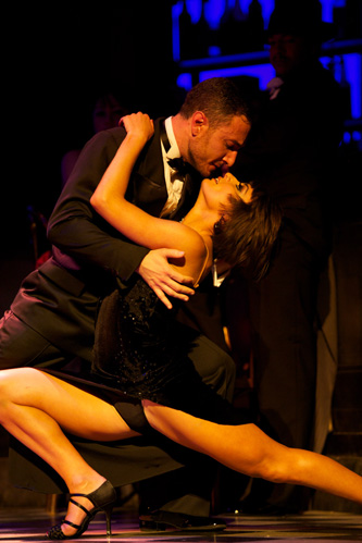 Vincent Simone & Flavia Cacace in MIDNIGHT TANGO; photo credit: Manuel Harlan