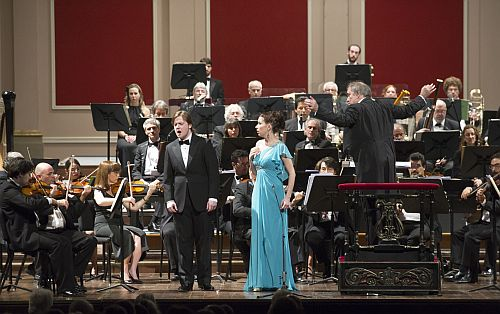 Andrei Bondarenko and Ekaterina Goncharova in the closing scene of Eugene Onegin, with Valery Gergiev conducting the Teatro Colón orchestra. (Photo Teatro Colón)