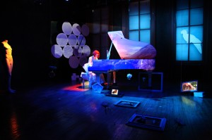 "Kathy Supové in ""Storefront Diva: a Dreamscape"" by Joan La Barbara (Photo, costume and set design: Aleksandar and Marija Kostić)"