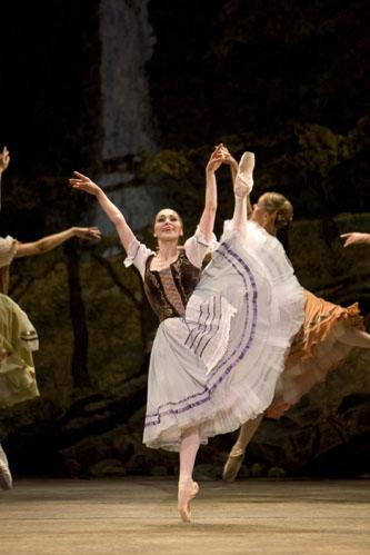 Giselle; Ambra Vallo as Giselle; photo Bill Cooper