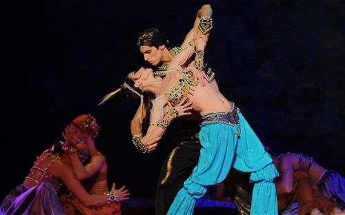 Makhalina and Parish in Scheherazade c Kremlin Ballet.