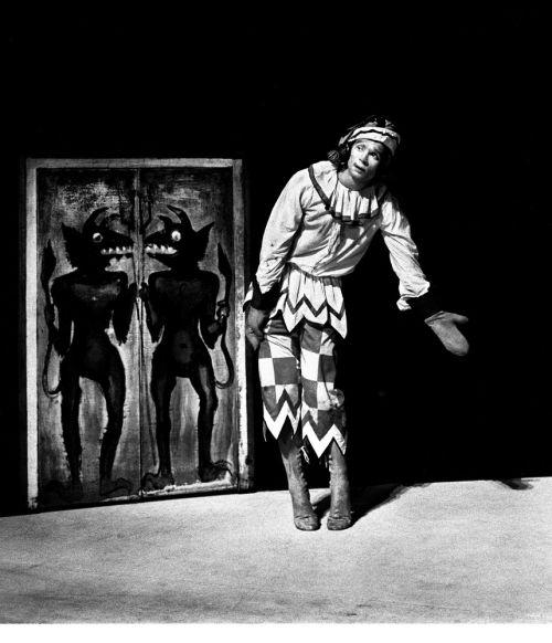 Photo - Rudolf Nureyev as Petrushka c Victoria and Albert Museum London