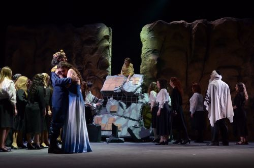 Abigaille (Mónica Ferracani) in her dying moments at the end of Act 4 of Buenos Aires Lírica's new production of Nabucco. Photo Buenos Aires Lírica